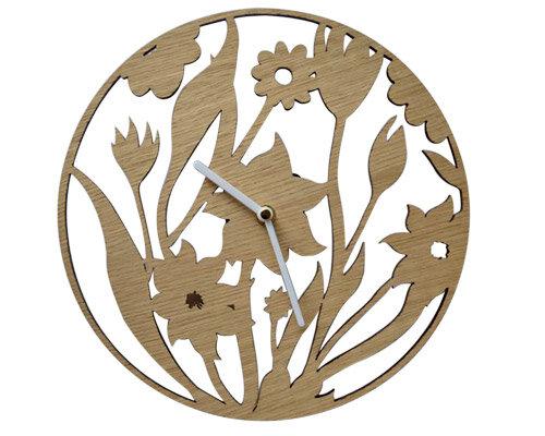 Relógio de madeira vazado